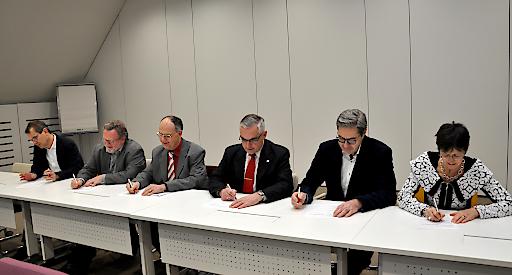 "v.li.n.re.: Mag. Gregor Herzog, MBA (GS1 Austria), Ing. Franz Hoheiser-Pförtner, MSc (Komitee 238 ""Medizinische Informatik""), Dr. Karl Grün (Austrian Standards), Dr. Alexander Schanner (IHE Austria), Dr. Stefan Sabutsch (HL7 Austria), DI Herlinde Toth (DICOM Austria)"