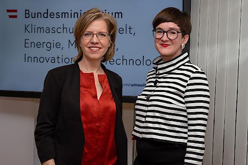 Klimaschutzministerin Eleonore Gewessler und Henriette Spyra, fachliche Leiterin im Umweltbundesamt beim heutigen Hintergrundgespräch zur Treibhausgas-Bilanz 2018