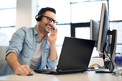 Weniger Warenkorb-Abbrüche, top Erreichbarkeit: Heute telefonieren Kunden mit Unternehmen bequem per Klick im Internet-Browser – moderner WebRTC-Technologie sei Dank! Professionelle Servicerufnummern mit Click-to-Call-Option vermitteln im E-Commerce Vertrauen und Seriosität und verbessern damit nachhaltig die Conversion Rate.