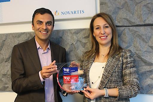 """Chinmay Bhatt, General Manager Novartis Pharma und Tuba Albayrak, General Manager Novartis Oncology freuen sich über die erneute Auszeichnung als """"Top Employer 2020""""."""