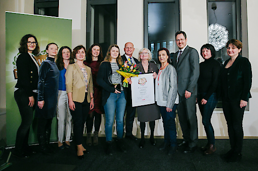 Margarete Gumprecht, Obfrau des Landesgremiums des Lebensmittelhandels der WKW und Spartenobmann des Wiener Handels Rainer Trefelik übergaben die Genuss Awards 2020.