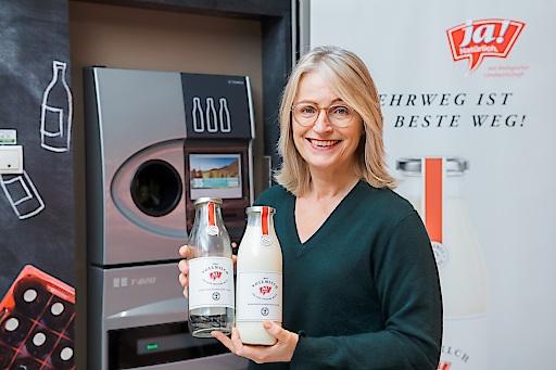Martina Hörmer mit Ja! Natürlich Mehrwegglasflasche Milch