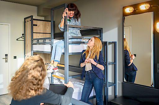 Ob Einzel-, Doppel- oder Mehrbett-, a&o bietet in jedem Zimmer den gleichen Standard.