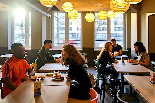 Neben den Zimmern ist auch das Frühstück in den a&o Hostels leistbar. Erwachsene zahlen 7,90 Euro, Kinder und Jugendliche frühstücken gratis bzw. ab 3,50 Euro