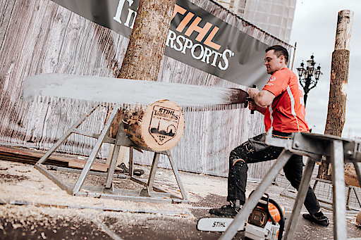 STIHL TIMBERSPORTS® Athlet Armin Kugler an der Single Buck live am Rathausplatz!