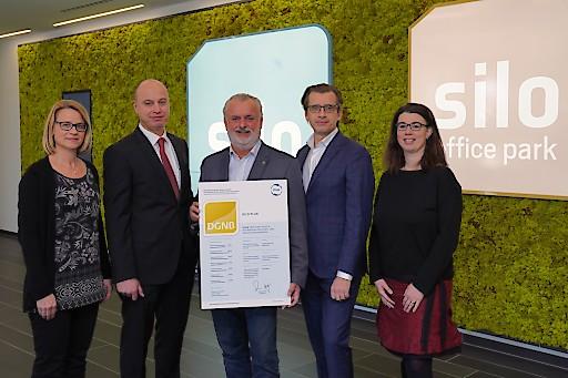 silo plus, der von Erste Group Immorent und STRABAG Real Estate als Joint Venture errichtete Office-Campus in Wien Liesing, wurde mit dem ÖGNI-Zertifikat in GOLD ausgezeichnet.