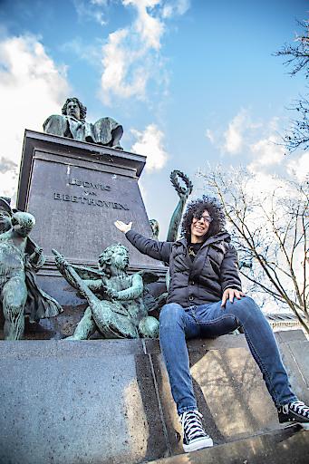 Giovanni Allevi vor Beethoven Denkmal in Wien
