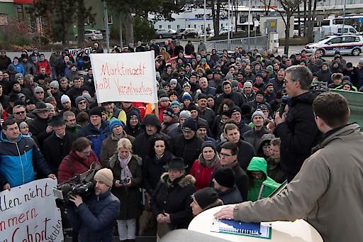 800 Bäuerinnen und Bauern beteiligten sich am Protest.