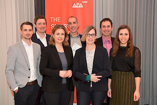 https://www.apa-fotoservice.at/galerie/22167 PR-Trendradar – Digitale PR heute und morgen: APA-Comm lud zu Studienpräsentation und Expertentalk, v.l.n.r: Markus Setznagel (Austrian Airlines), Alexander Raffeiner (Moderation), Julia Wippersberg (APA-OTS), Klaus Candussi (atempo), Susanne Grof-Korbel (bettertogether), Thomas Lutz (Microsoft Österreich), Lisa Patek (Marketagent.com)