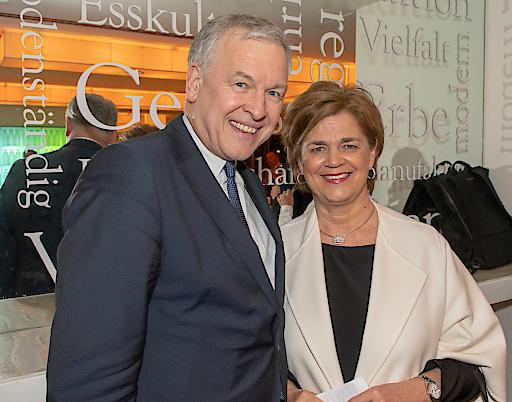 Martin Eichtinger (NÖ Landesregierung) und Bettina Glatz-Kremsner (Casinos Austria) (v.l.)