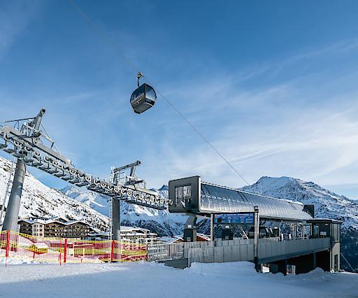 Das 4-Sterne-Skihotel Edelweiss in Hochsölden ist nun mit der neuen Rotkogelbahn perfekt an das Skigebiet um das Giggijoch angebunden.