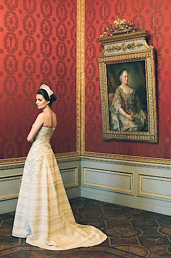 """""""Maria Christina"""": Ensemble von Patricia Vincent, fotografiert in den Prunkräumen der ALBERTINA von Lisa Leutner"""