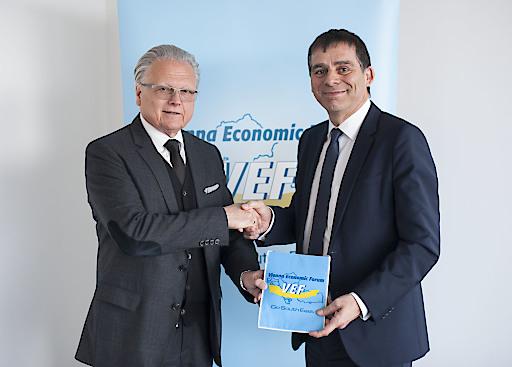 (v.l.): DI Dr. Günther Rabensteiner, Alt-Präsident des VEF, und DI Peter Umundum, Vorstand der Österreichischen Post AG für Paket & Logistik
