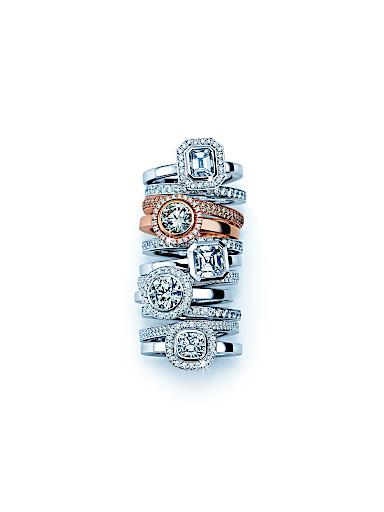 Diamantringe als Wertanlage. Das Team von Herzog Loibner berät Sie gerne.