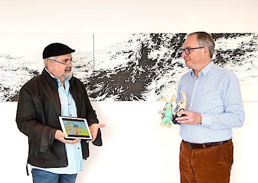 v.l.n.r.: Paul Sieberer, Autor von Kindergeschichten und Theaterstücken, und LH-Stellvertreter Dr. Stephan Pernkopf