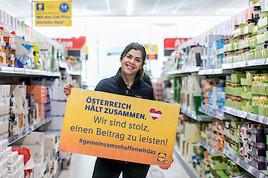 Österreich hält zusammen - Lidl Österreich sammelt mit Caritas und Rotem Kreuz für bedürftige Menschen