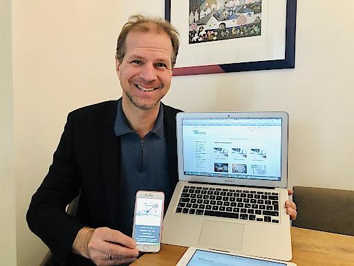 Rainer Patak demonstriert IT Infrastruktur