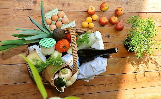 Korb mit landwirtschaftlichen Produkten