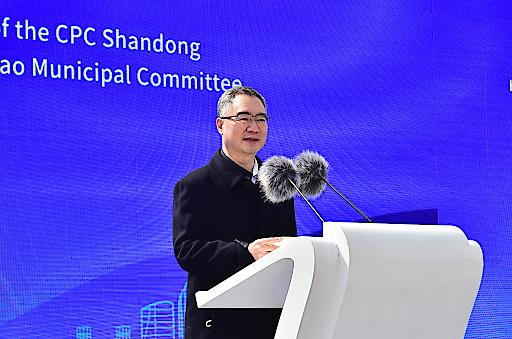 Wang Xianqing, Sekretär des Parteikomitees der Stadt Qingdao und Mitglied des Ständigen Ausschusses des Parteikomitees der Provinz Shandong, hält eine Rede auf der Zeremonie.