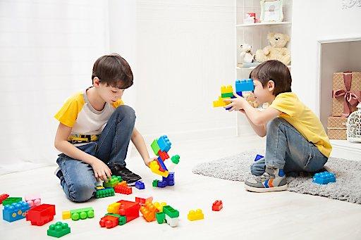 Bei Kinderbetreuungsbedarf: Kostenlose 24 Stunden Hotline 0800 20 20 99 hilft!