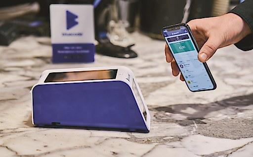 Berührungslose Bluecode-Zahlung per Smartphone an der neuen Bluebox