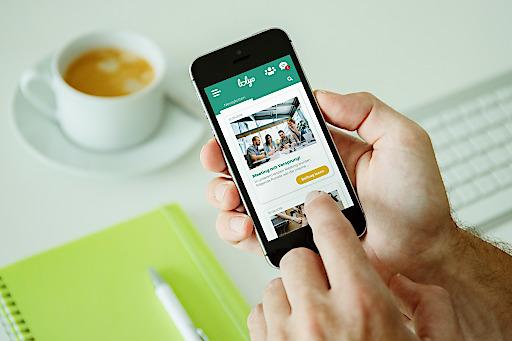 Mit der LOLYO Mitarbeiter-App profitieren Unternehmen in der aktuellen Krise besonders von der raschen Informationsübermittlung und der mobilen Vernetzung zu allen Mitarbeiterinnen und Mitarbeitern.