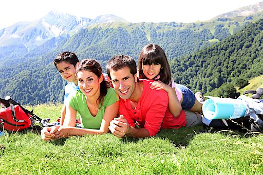 Österreichs Familien freuen sich bereits auf die Urlaubszeit in der Heimat – in den Bergen und an den Seen!
