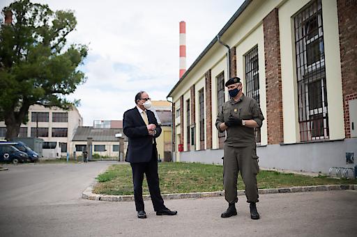 Ärztekammerpräsident Thomas Szekeres (links) und Brigadier Michael Janisch, Amtsleiter des Amts für Rüstung und Wehrtechnik