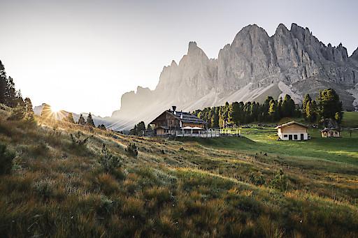 Südtirol öffnet Hotels ab Ende Mai und regelt Sicherheitsstandards.