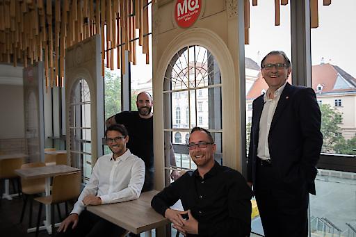Im Bild v.l.n.r.: Adam Gortvai, Café Leopold; Manuel Bellutti, Bellutti GmbH – Plakativ Wien; Philipp Cejnek, Signature Group Gmbh; Christian Strasser, Direktor MuseumsQuartier Wien