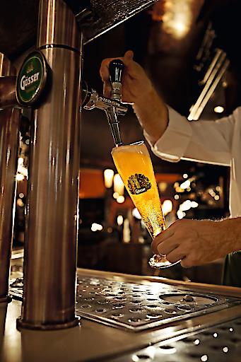 Bierliebhaber freuen sich schon wieder sehnlichst auf den Genuss von frisch gezapftem Bier vom Fass.