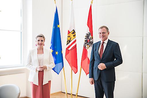 Bundesministerin Susanne Raab und Landeshauptmann Thomas Stelzer