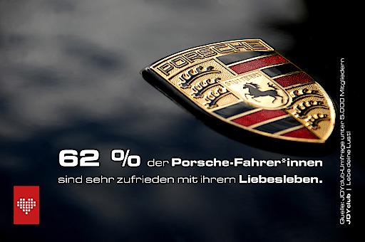 """62 % der Porsche-Fahrer*innen sind sehr zufrieden mit ihrem Liebesleben. Platz 2: Dacia-Fahrer*innen mit 55 %. Weiterer Text über ots und www.presseportal.de/nr/106057 / Die Verwendung dieses Bildes ist für redaktionelle Zwecke honorarfrei. Veröffentlichung bitte unter Quellenangabe: """"obs/JOYclub/Quelle: JOYclub"""""""