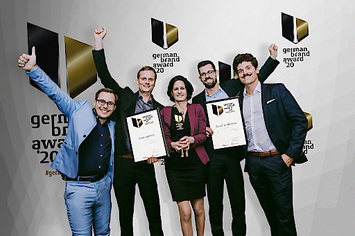 v.l.n.r.: Pierre Giffinger (Creative & Technical Lead), Gerrit Zinnhobler (Project Owner), Cathrine Jäger (COO luna agency), Michael Kostka (COO sportsWorld) und Jakob Engel (Head of Event Management).