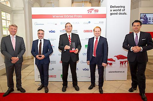 Wiener Börse Preis 2020: Flughafen Wien AG mit Journalistenpreis (2. Platz) ausgezeichnet, v.l.n.r.: Wolfgang Nedomansky (APA-Finance), Peter Kleemann (Flughafen Wien), Günther Ofner (Flughafen Wien), Christian Schmidt (Flughafen Wien), Christoph Boschan (Wiener Börse)