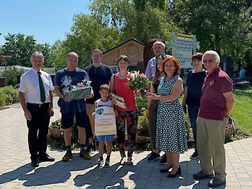 100.000 Besucher-Marke geknackt: Frau Andrea Szaller aus Zalaegerszeg ist der Jubiläumsgast der Tierwelt Herberstein
