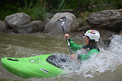 Paddler im Wildwasser der Salza in Wildalpen.
