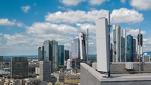"""Neue 5G-Antennenlösungen von Ericsson für das mittlere Frequenzband. Weiterer Text über ots und www.presseportal.de/nr/13502 / Die Verwendung dieses Bildes ist für redaktionelle Zwecke honorarfrei. Veröffentlichung bitte unter Quellenangabe: """"obs/Ericsson GmbH"""""""