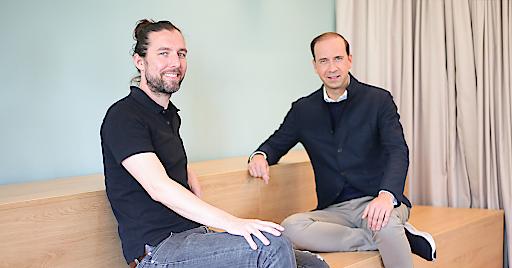 """Lutz Kloke, CEO Cellbricks (links), mit Podcast-Host Tilo Bonow, CEO und Gründer PIABP PR (rechts). Weiterer Text über ots und www.presseportal.de/nr/62594 / Die Verwendung dieses Bildes ist für redaktionelle Zwecke honorarfrei. Veröffentlichung bitte unter Quellenangabe: """"obs/PIABO"""""""