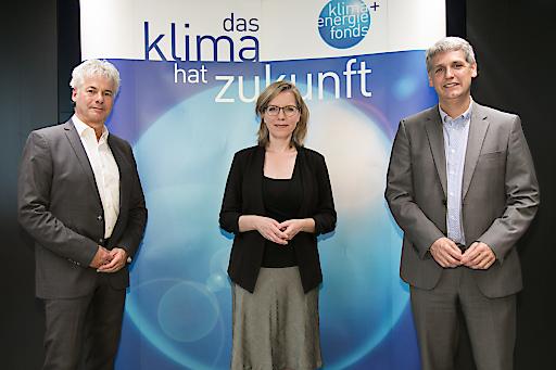 https://www.apa-fotoservice.at/galerie/23284 Im Bild v.l.n.r.: Ingmar Höbarth (Geschäftsführer Klima- und Energiefonds), Leonore Gewessler (Klimaschutzministerin), Michael Trcka (CFO der WEB Windenergie AG: WEB)