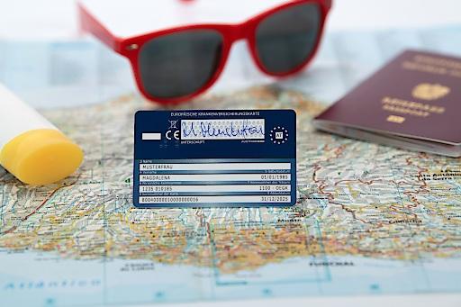 """Der Sommer 2020 steht zwar im Zeichen von """"Urlaub in Österreich"""". Wer dennoch ins europäische Ausland fährt, ist in fast allen Ländern mit der E-Card krankenversichert und kann so rasch, unkompliziert und ohne zusätzliche Kosten medizinische Behandlung in öffentlichen Spitälern und bei Vertragsärzten erhalten."""