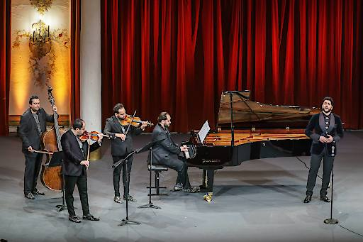 Janoska Ensemble mit Yusif Eyvazovc