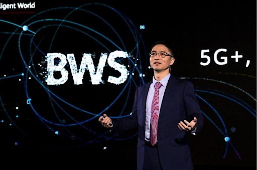 Bob Cai, Chief Marketing Officer von Huawei Carrier BG, während seiner Rede beim 5G+, Better World Summit von Huawei