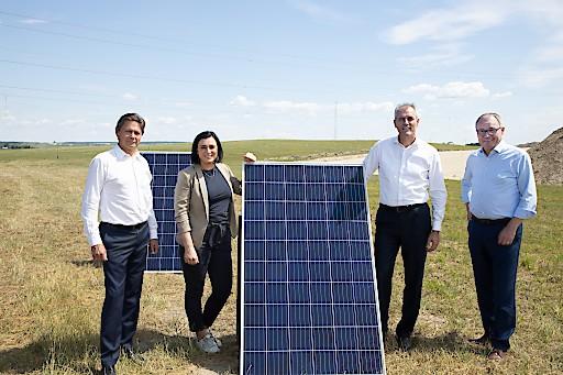 OMV und VERBUND starten den Bau der größten Flächen-Photovoltaikanlage in Österreich