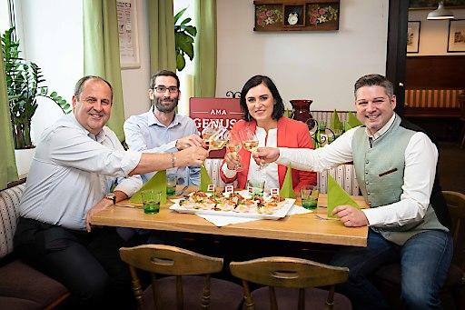 Josef Pröll und Landwirtschaftsministerin Elisabeth Köstinger beim GENUSS WIRT Gasthaus Mösslinger - Roman und Richard Taudes
