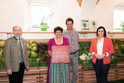 Gabi Wild-Obermayr - Gemüsehof Wild-Obermayr – GENUSS REGION Bauernhof, Agrar-Landesrat Max Hiegelsberger und Landwirtschaftsministerin Elisabeth Köstinger
