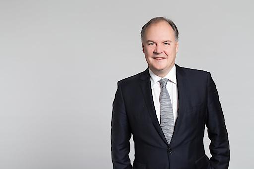 """""""Um Produktion und Lieferketten zu sichern, setzen die Verantwortlichen offenbar mehr auf Diversifizierung als auf Produktionsrückholung"""", sagt Thomas Gindele, Hauptgeschäftsführer der DHK – Deutsche Handelskammer in Österreich (AHK Österreich)."""