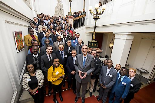 BM Faßmann und OeAD-Chef Calice mit Netzwerkmitgliedern
