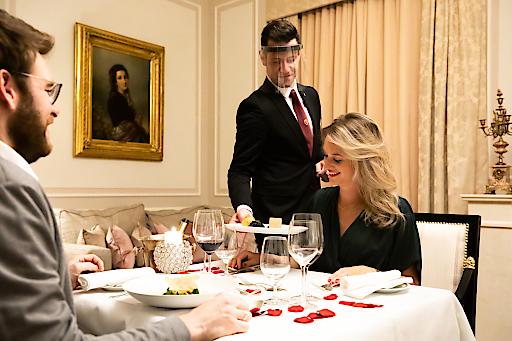 Gäste genießen in ganz privater Atmosphäre; mit persönlichem Butlerservice.