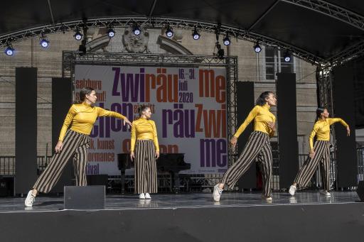 Tanzperformance von Potpourri - Urban Dance Crew beim Festival ZWISCHENRÄUME